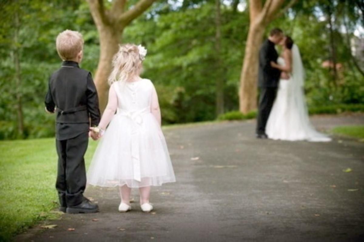 Barn i bryllupet