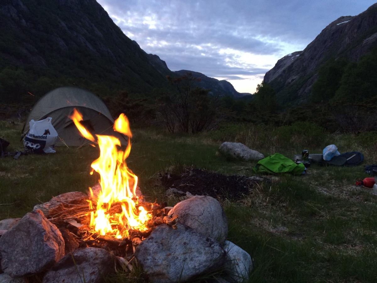 bål og telt