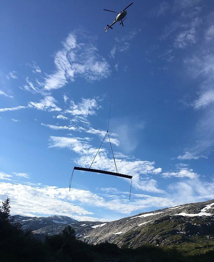 gangbro hentes av helikopter