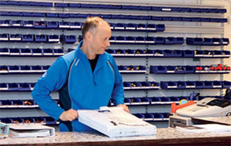 Bilde av Eivind Horn i butikken